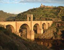 Figura 2. Puente de Alcántara (Autor: Juan Gil).