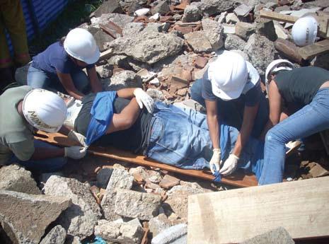 Figura 9. Miembros de las Brigadas Municipales de Rescate realizando prácticas.