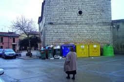 Figura 12. Iglesia románica: un buen apoyo para contenedores de basura.